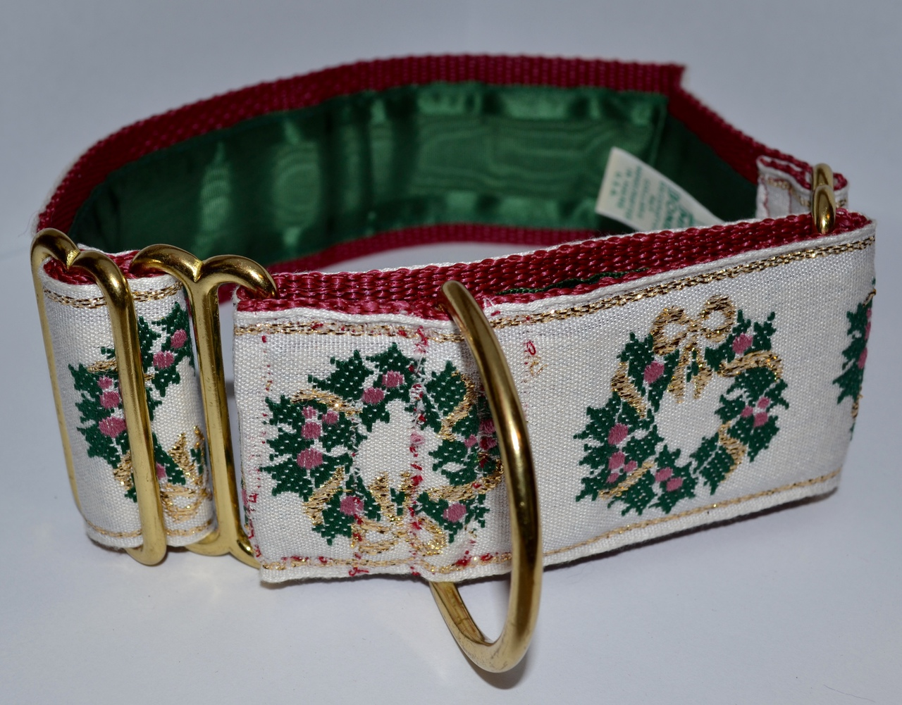 Holly Wreaths Ecru 1.5 inch Collar